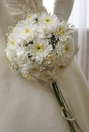 brides wedding bouquets with hydrangeas | And this one, a round bouquet of white chrysanthemums with babys ...