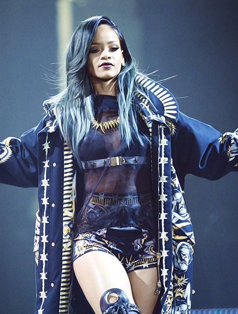 saunterdown:  #this is some like dark mage sorcerer goddess fashion going on here im diggin it so hard