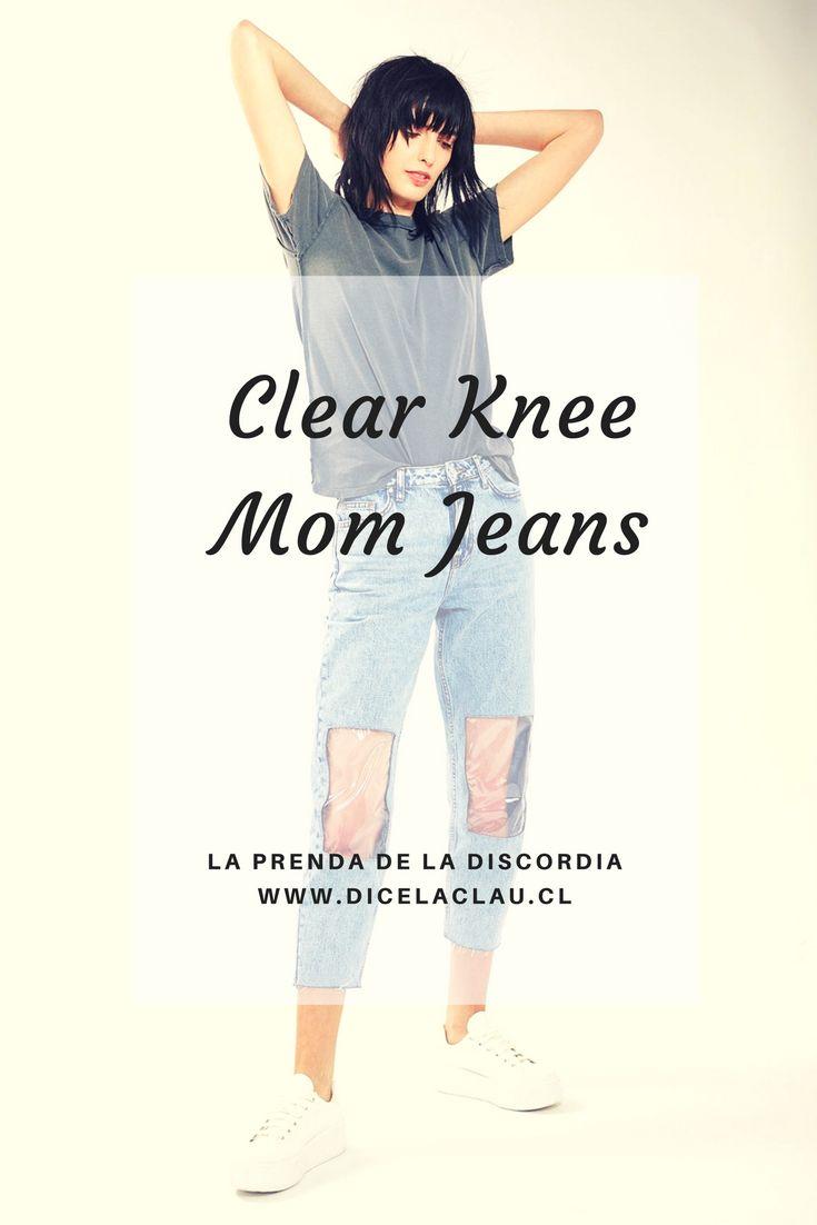 Los pantalones de la discordia son los clear knee, que tienen una ventana plástica en las rodillas. ¿Moda o estupidez?