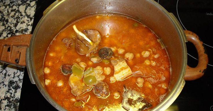 Fabulosa receta para Potaje de garbanzos en olla a presion. Pues, unos garbanzos muy ricos y muy caseros en olla a presión (olla rápida o exprés)
