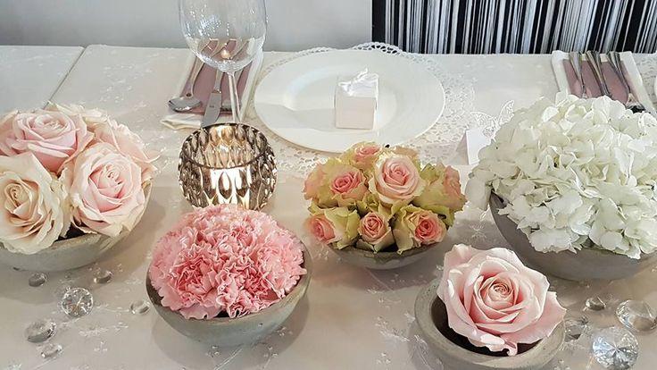Tischdeko für Hochzeit mit Microbetonschalen...rosa Rosen, weiße Hortensien und rosa Nelken www.blumenwerkstatt.biz