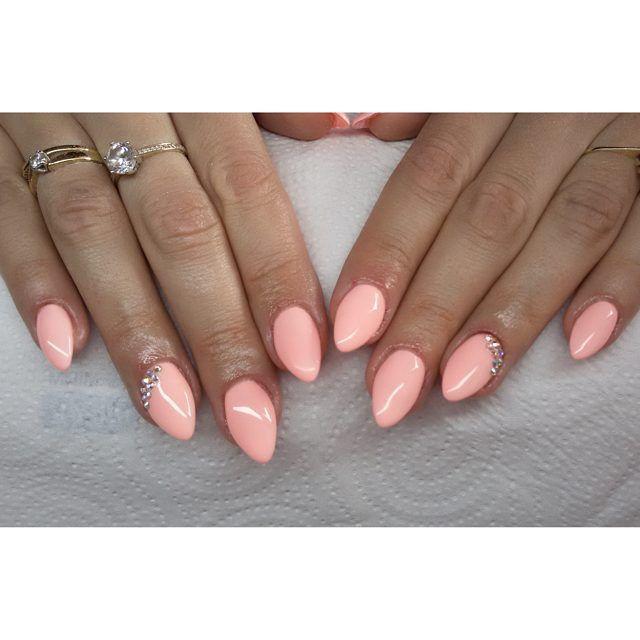Sleeping beauty od Semilac :) #semilac #diamondcosmetics #ilovesemilac #nailart #nails #hybryda #hybrid #manicure #mani #paznokcie #migdałki #żelowe #sleepingbeauty #swarovski
