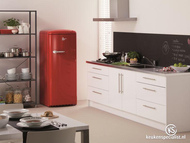 Koelkasten komen je in vele vormen en maten, inbouw of juist heel opvallend, zoals deze geweldige retro koelkast van Pelgrim Keukenapparatuur.