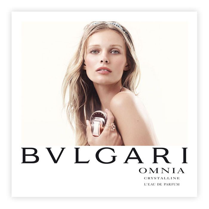 Dedicated to an iconic woman, Omnia Crystalline L'Eau de Parfum unveils a luminous femininity that make her irresistible. A fusion of elements that are often in contrast yet dialogue flawlessly – hard and soft, crystal and liquid, pure and sensual. Elements that bond harmoniously throughout all of the fragrance's strength and symbolisms, which mirror Bulgari's longstanding tradition in the art of perfumery and its deep-seated Roman roots.