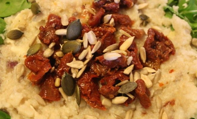Een variatie op bloemkool zoals we het kennen, bloemkoolrisotto. Simpel te maken en erg lekker. Combineer met spinazie en rucola voor een gezonde maaltijd.