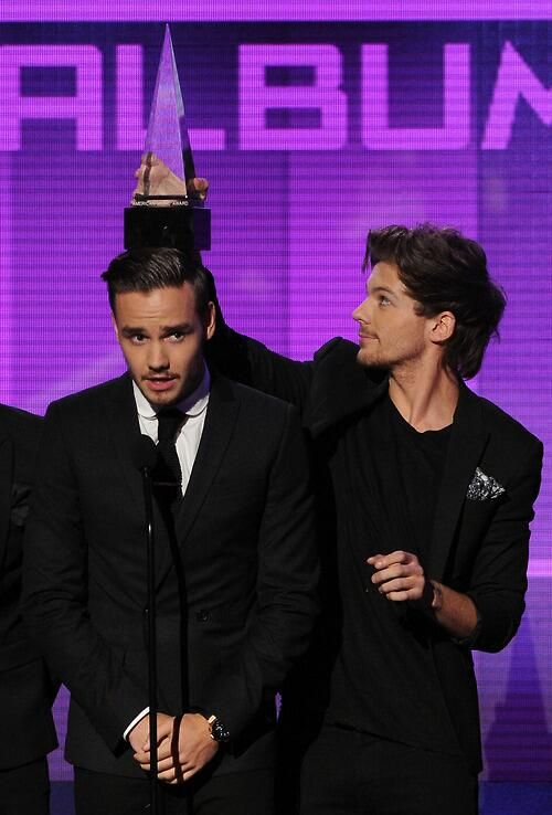 """Was I the only one who shouted """"LIAMCORN!"""" And then just waited for them to break the dang award."""