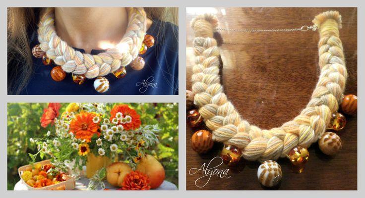 """Колье """"Коса"""" ручной работы, изготовлено из натуральной хлопковой пряжи и элегантных бусин."""