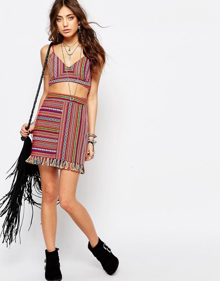 Women festival outfit ideas, personalized style tips, hunter boots, parka, shorts, short dress, crop top, jeans, T-shirt, how to dress