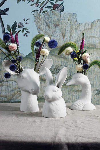 オブジェとしてひと際目をひくリアルな動物たちのフラワーベースです。頭や耳からお花が飛び出すところがクスッと笑えますね。