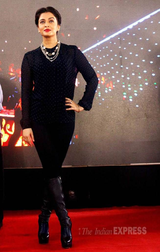 Aishwarya Rai Bachchan promotes #Jazbaa at Mithibai college festival.