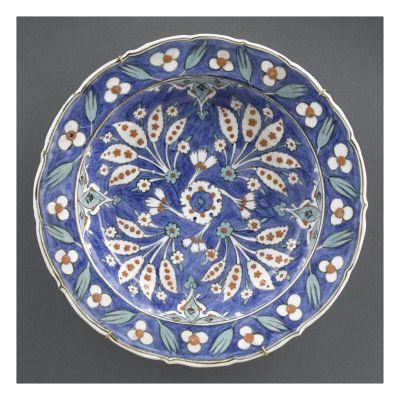 Plat creux à fond bleu - Musée national de la Renaissance (Ecouen)
