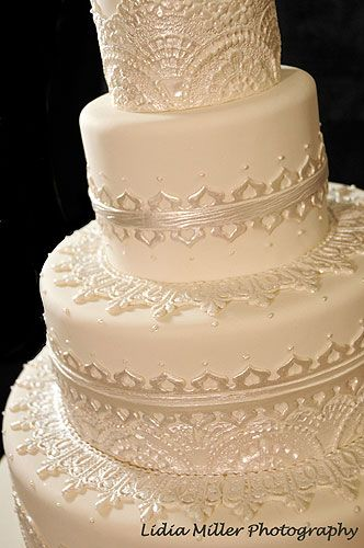 I'm in love with the details of this Indian mandala inspired wedding cake!