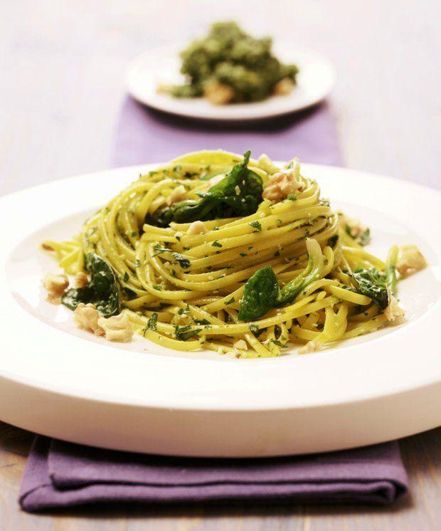Špagety s ořechovo-špenátovým pestem