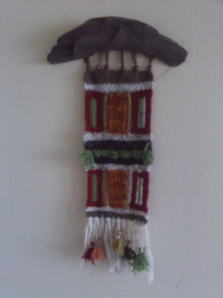 telar decorativo en lanas y madera de horno piren  chile