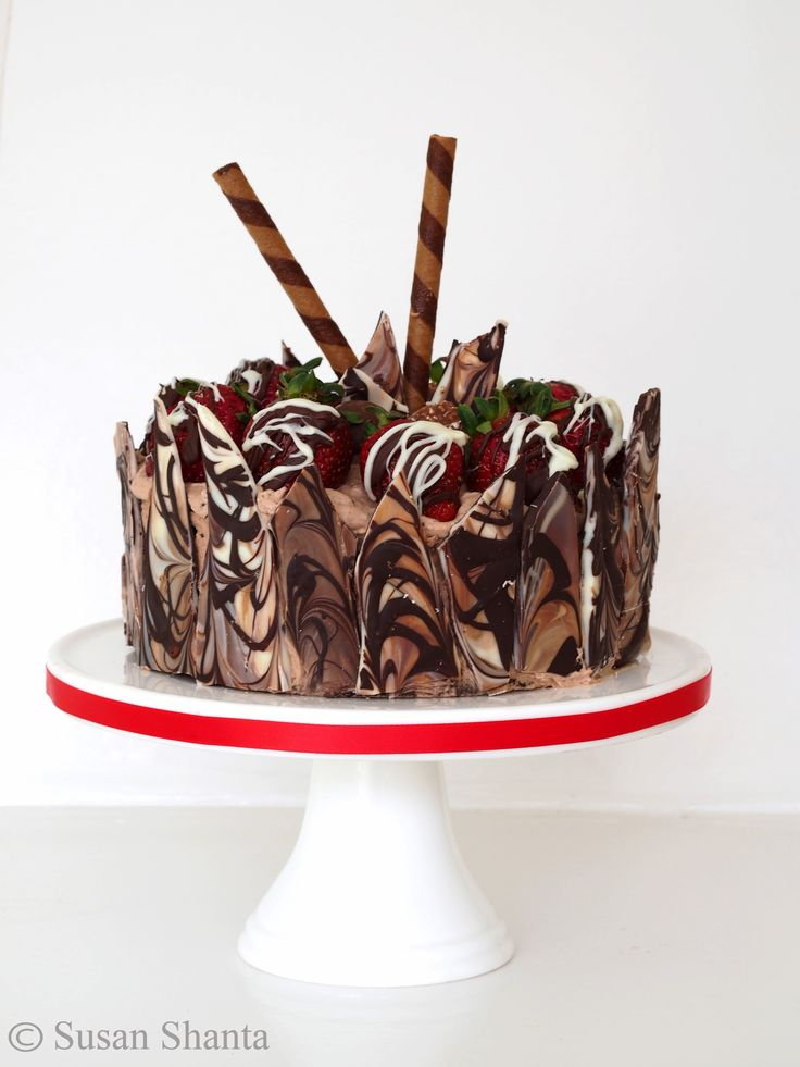 How Can We Decorate Cake At Home : Chocolate cake. Choc shard side decoration wrap. Choc ...