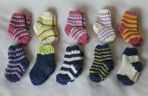 Super quick and easy pattern for newborn socks made on four double pointed…