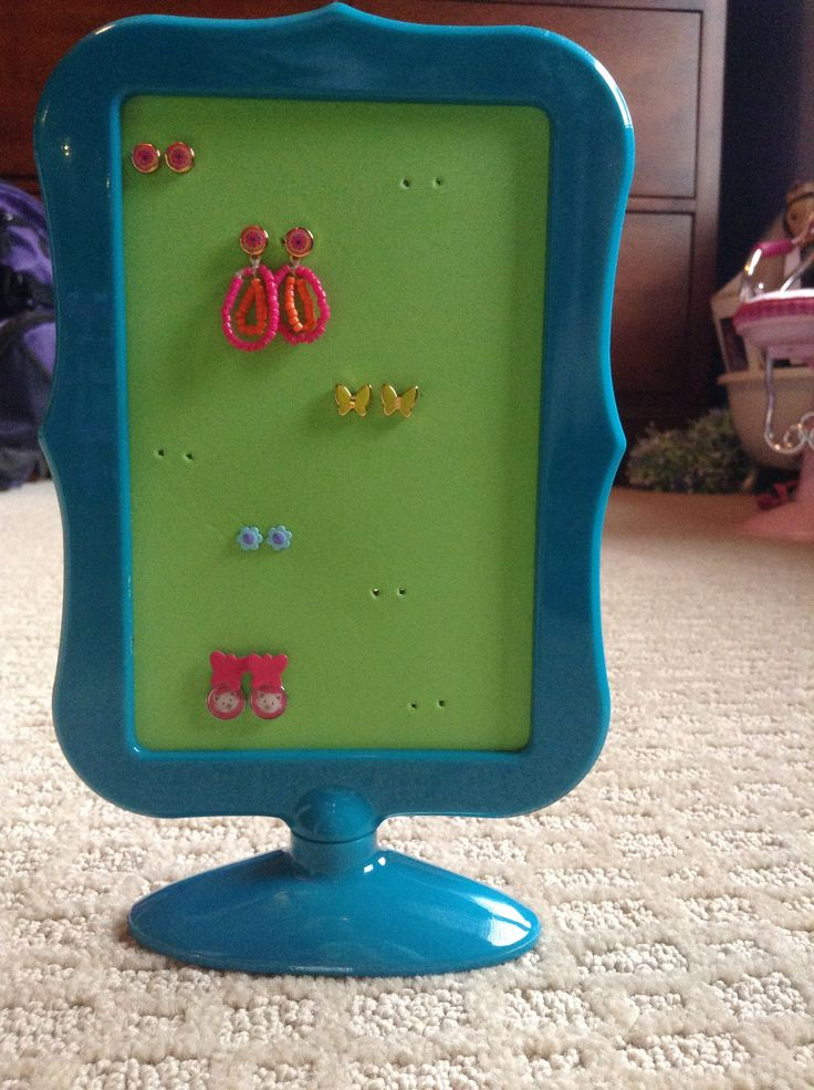 Lea Clark DIY earring tree  From American Girl Ideas super easy and great for storage PHOTO CREDITS: Purpleagstar