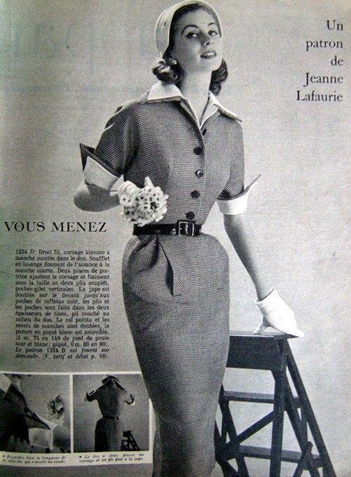 femme des ann es 1950 tailleur style vintage 50s. Black Bedroom Furniture Sets. Home Design Ideas