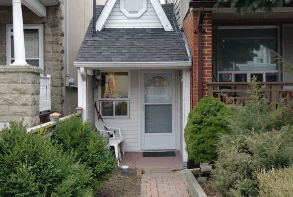 Toronto is home to one very small house. This might not be the smallest house in the world (far from it, one suspects), but it is the tiniest in Toronto. Located on Day Avenue near Dufferin Street and Rogers Road, it's a remarkable structure for its efficient layout minor footprint.