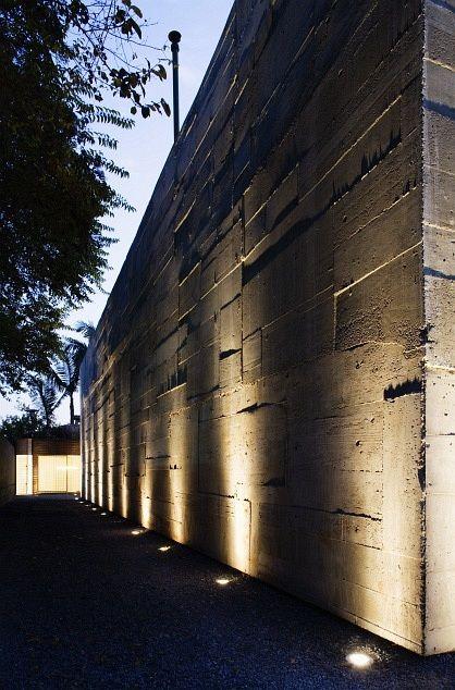 volume b marcio kogan arquitectura architecture hormigón concrete diseño design iluminación exterior lighting miraquechulo