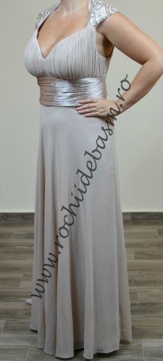 Rochie de seara bej cu paiete argintii #rochiidesearabej #rochiidesearacuaplicatii #beigeeveningdresses