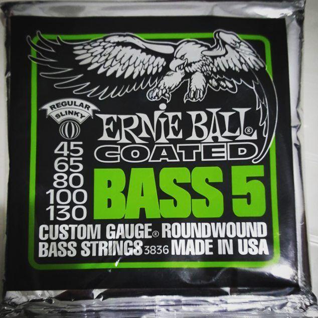 Cuerdas Nuevas! #strings ##bass #bassist #bassplayer #bassuniversity #music #fender #jazzbass #5strings #basspro #gopro #gopromusic #bassporn #bajo #baixo #music