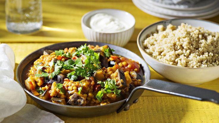 Munakoiso-linssipata on täyttävä ja maukas kasvisruoka. Tämäkin resepti vain n. 1,90€/annos*.
