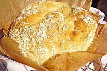 Kartoffelbrot mit Sauerrahm und Schnittlauch