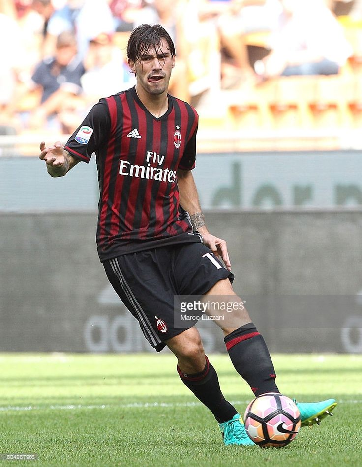 Alessio Romagnoli of AC Milan in action during the Serie A match between AC Milan and Udinese Calcio at Stadio Giuseppe Meazza on September 11, 2016 in Milan, Italy.