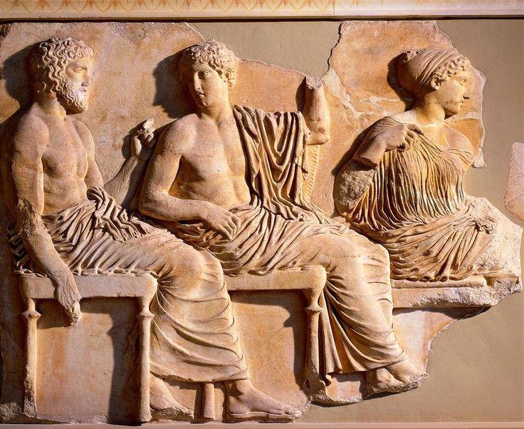 Los dioses Poseidón y Apolo en el friso de las Panateneas (v a.C.). Este bajorrelieve de 160 metros de largo rodeaba el frontal del Partenón.
