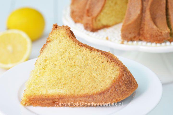 Deze citroencake met gember is heerlijk zacht. Het is een Amerikaans recept met minder boter maar met creme fraiche. Een echte aanrader!