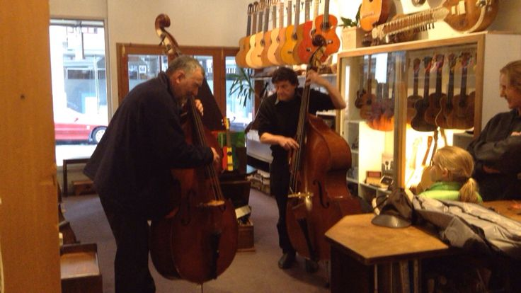Christofer gamba bass meets old German ply bass. Simon Burgess and Riccardo Testore.