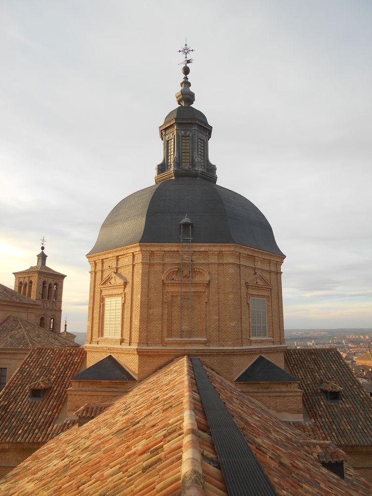 Iglesia de San Idelfonso ( Jesuitas ). Cúpula desde el mirador de las torres de la propia iglesia. Desde las torres de esta iglesia hay una de las mejores panorámicas de Toledo.
