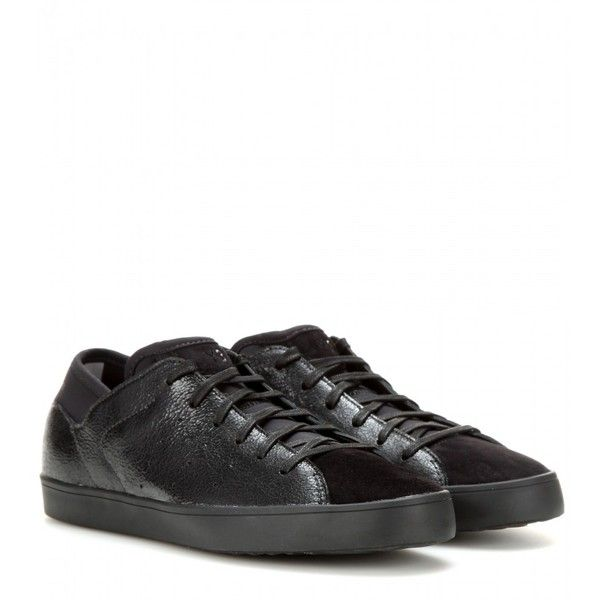 Y-3 Smooth Court Leather Sneakers (2,420 MXN) ❤ liked on Polyvore featuring shoes, sneakers, black, black leather trainers, black leather sneakers, leather shoes, black trainers and leather sneakers