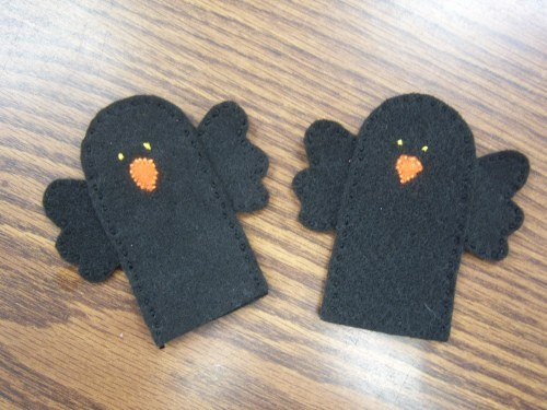 Two Little Blackbirds..... {cute to use as you're talking about scarecrows this fall}: Birds Fingers Puppets, Blackbird Fingers, 2 Little Blackbird, Flannels Boards, Flannels Friday, Preschool Fall, Black Birds, Felt Scarecrows, Blackbird Puppets