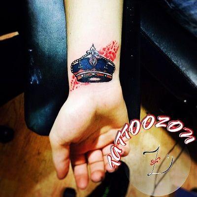 tattoozon trabzon dövme kol bilek renkli soyut suluboya kırmızı taç dövmesi & arm wrist colored abstract watercolor painting red crown tattoo ..