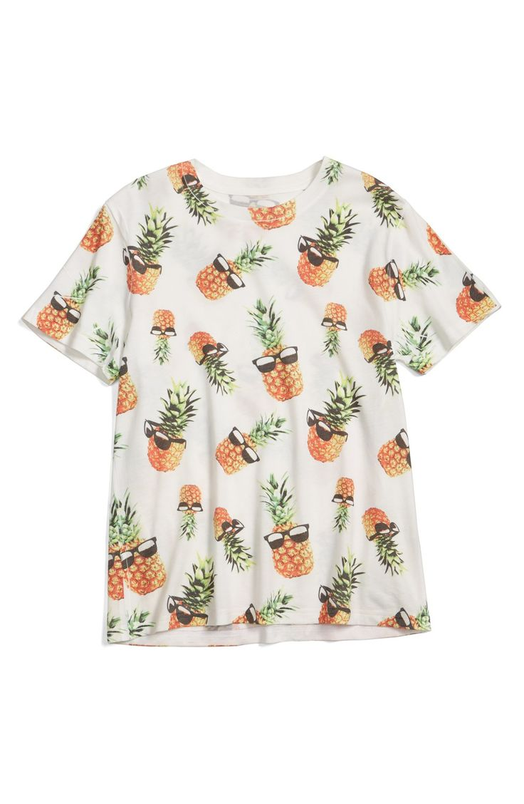 Spring break essential: A fun pineapple print t-shirt. And they're wearing sunglasses! Time for fun in the sun.
