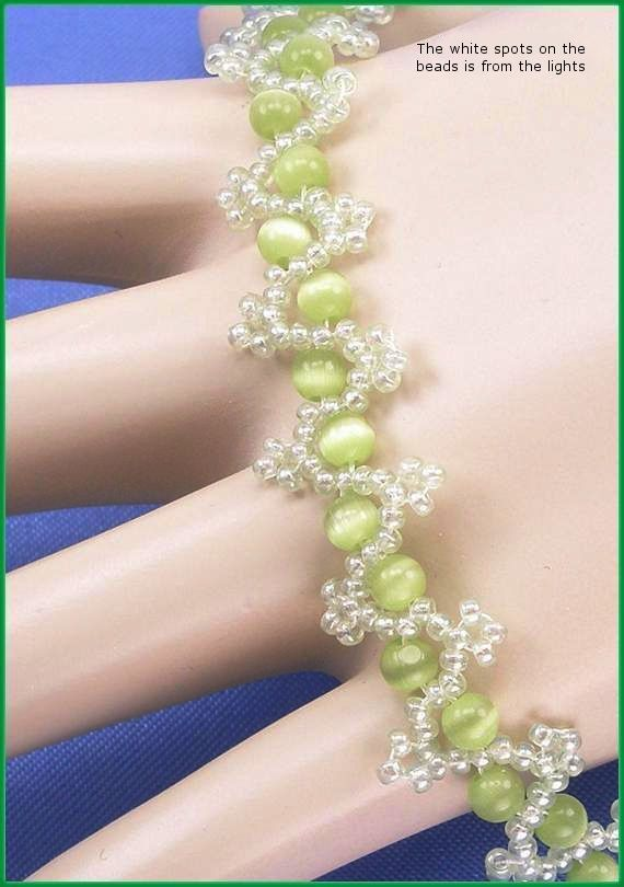 """05-271 Lime Green Catseye Glass Bead and Lt. Mint Enamel Glass Seed Bead Bracelet along with a Trailer Hitch Clasp.. """"FREE SHIPPING"""""""