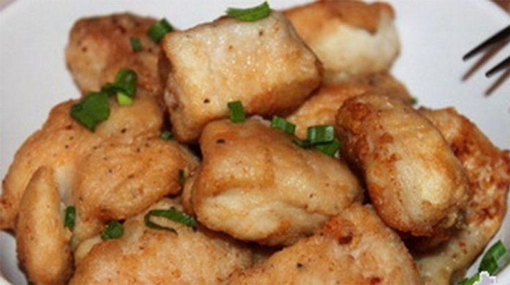 Vă prezentăm o rețetă de piept de pui prăjit. Această rețetă vine în ajutor de fiecare dată când nu dispuneți de suficient timp pentru a pregăti cina. Se prepară foarte simplu și într-un timp record. Obțineți carne fină și suculentă, iar crusta crocantă se topește în gură. Se combină perfect cu o salată de legume …