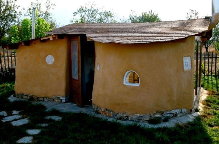 Δύο οικονομολόγοι από τη Λάρισα φτιάχνουν πήλινα σπίτια από 1.500 ευρώ