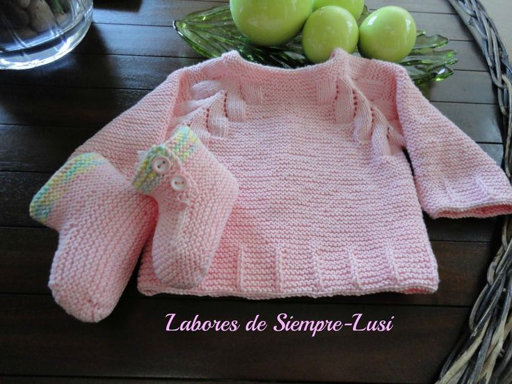 Labores de siempre: Jersey bebé con dibujo en ranglan + botitas