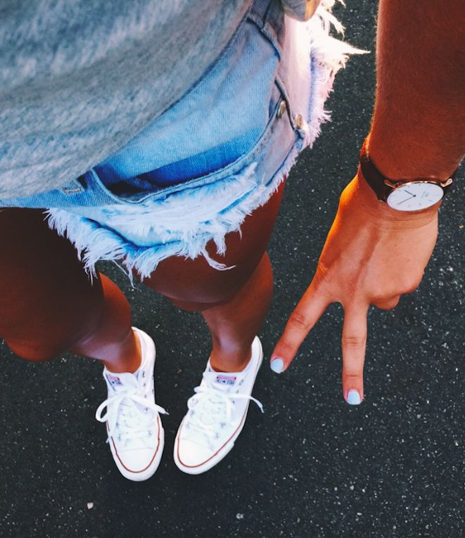 can my legs stay this tan forever?? #oneteaspoon + #danielwellington