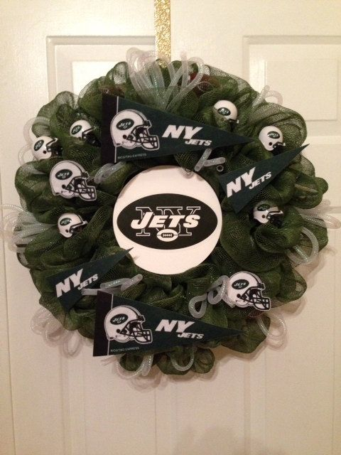 New York Jet Fans! Show your team spirit this football season! Order yours today! www.wreathsbylinda.etsy.com