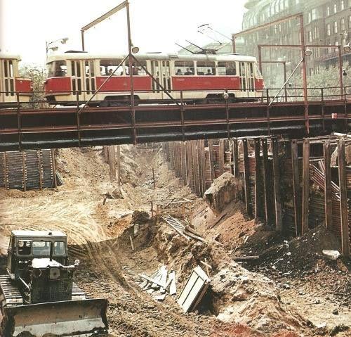 Rozbúraný Václavák,stavia sa metro,1967
