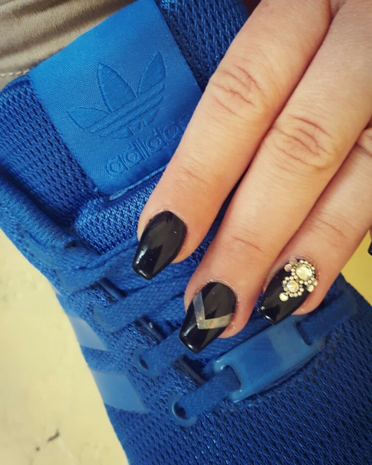 #nail #nailart #nailartist #nailstylist #dillocskanails #adidas #blue #black #blacknails #crystalnails