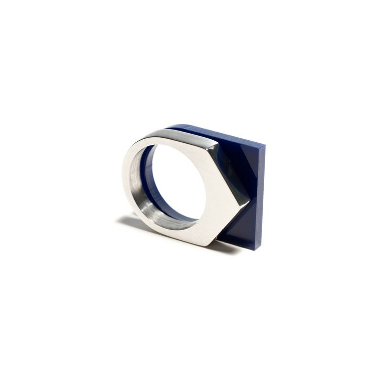 /// RING STAINLESS STEEL No.1 RING ACRYLATE MIDNIGHT BLUE No.11 WWW.SHOP.OFORM.NL