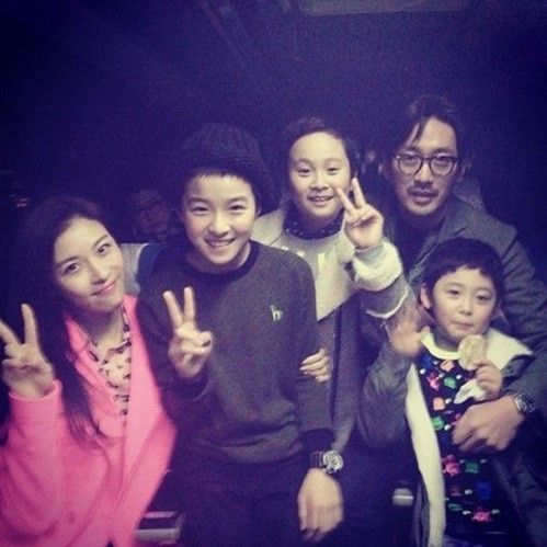 Nam Da Reum with all the casts of his new Movie.