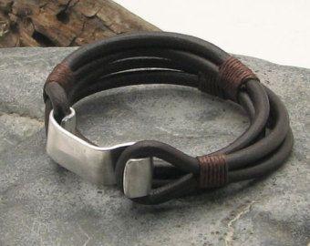 Libres de shipping.men pulsera de cuero.  Pulsera de Brown de los hombres del abrigo del cuero martillado con broche de trabajo de metal.