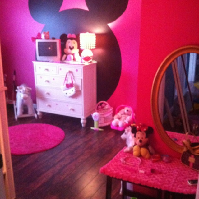 my little girls minnie mouse bedroom in the big blue. Black Bedroom Furniture Sets. Home Design Ideas