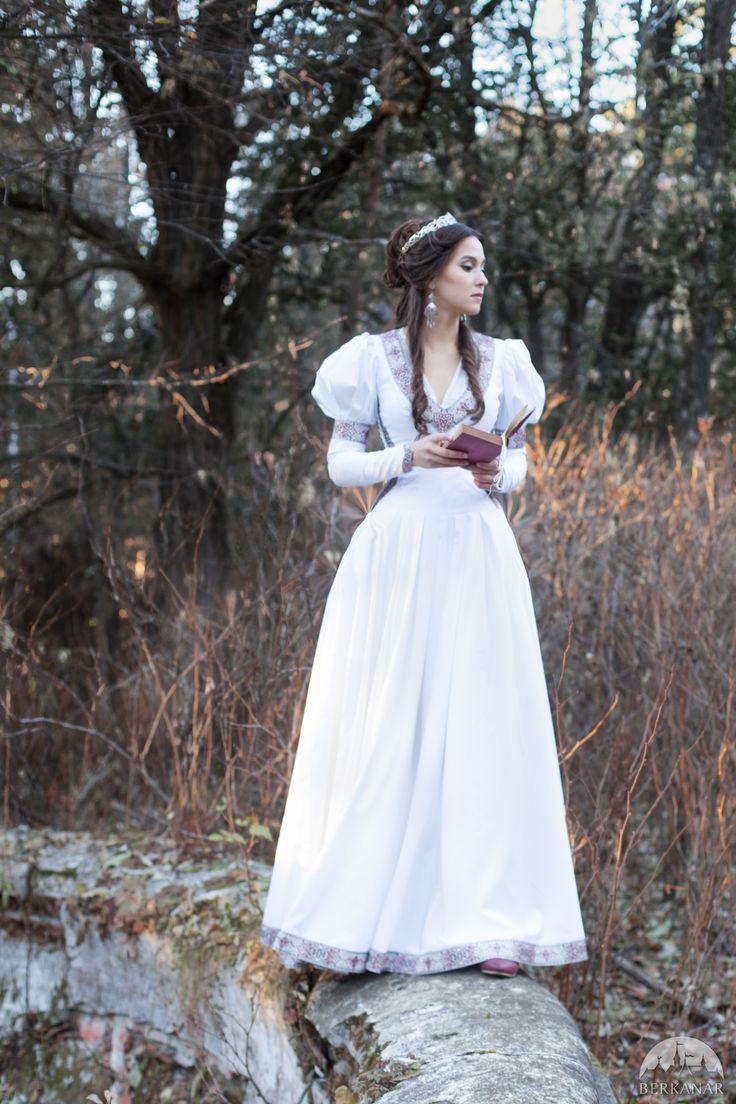 Средневековое платье «Найденная принцесса»